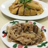 Photo taken at Restoran Loke Yun 樂園茶餐室 by Heng Kit N. on 9/3/2016