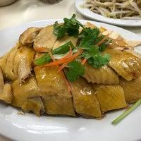 Photo taken at Restoran Loke Yun 樂園茶餐室 by Heng Kit N. on 11/18/2016