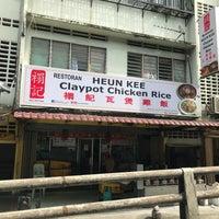 Photo taken at Huen Kee Claypot Chicken Rice by Heng Kit N. on 11/20/2017