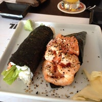 Photo taken at Ózzy Sushi Bar by Rafael B. on 12/18/2013