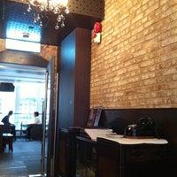Foto scattata a Queen's Café da Martin C. il 11/11/2013