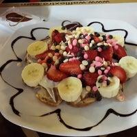 9/3/2014 tarihinde Sinem G.ziyaretçi tarafından Waffle'cı Akın'de çekilen fotoğraf