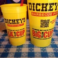Photo prise au Dickey's Barbecue Pit par Bert B. le5/3/2014