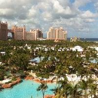 Photo taken at Atlantis Coral Towers by Jaime Jaramillo on 3/6/2012