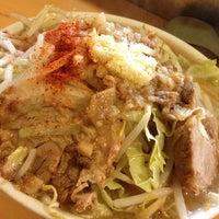 Photo taken at ラーメン荘 地球規模で考えろ by Inoue T. on 2/7/2012