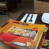 Photo taken at Pizza Hut by Gerhard S. on 9/6/2015