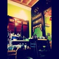 Photo taken at Coffee Lane (咖啡坊) by Trang ko'e on 4/14/2013