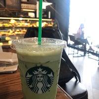 Photo prise au Starbucks par gisung le4/13/2018