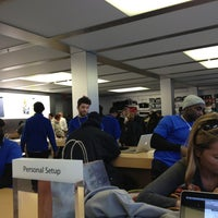 Photo taken at Apple West 14th Street by Jrgts on 3/2/2013