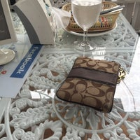 Photo taken at White House (Coffee) by PASOMBAR on 4/23/2015
