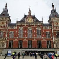 6/14/2013 tarihinde Jeannette C.ziyaretçi tarafından Station Amsterdam Centraal'de çekilen fotoğraf
