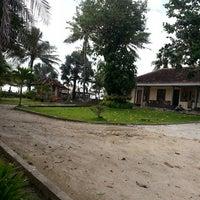Photo taken at Pondok hexa ujung genteng by Wida G. on 3/2/2013
