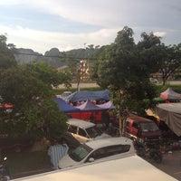 Photo taken at Pasar Malam Taman Selasih by Ashreen A. on 11/7/2013