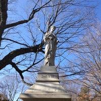 Das Foto wurde bei Mount Auburn Cemetery von runner d. am 11/17/2012 aufgenommen