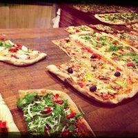 9/18/2013 tarihinde Felix D.ziyaretçi tarafından Pazzi X Pizza'de çekilen fotoğraf