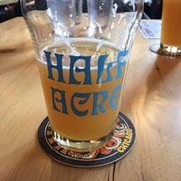 2/17/2018 tarihinde Jermey H.ziyaretçi tarafından Half Acre Beer Company Balmoral Tap Room & Barden'de çekilen fotoğraf