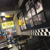 Photo taken at Yellow Cab Pizza Co. by Clarisa Joyce R. on 3/21/2017