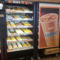 Foto tomada en Dunkin Donuts por Vema A. el 10/15/2017