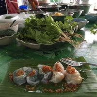 Photo taken at ราตรี ข้าวเกรียบปากหม้อ by nnaeuu on 7/22/2015