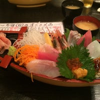 Photo taken at 寿司・海鮮居酒屋 入船 by Nobuo K. on 8/18/2014