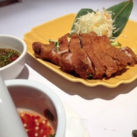 Photo taken at 瓦城泰國料理 Thai Town Cuisine by Tsan L. on 9/10/2014