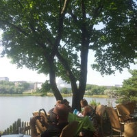 Das Foto wurde bei Sinisen huvilan kahvila von Susan D. am 8/7/2014 aufgenommen