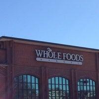 Foto scattata a Whole Foods Market da Patricia Kalmeijer, Realtor (. il 2/17/2013
