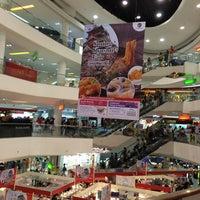 รูปภาพถ่ายที่ Tampines Mall โดย Vivian T. เมื่อ 4/6/2013
