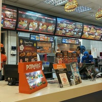 Photo taken at Popeye's by Sezgin D. on 8/8/2016