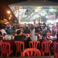 Photo taken at Medan Ikan Bakar Umbai-Pernu by hang_lekir on 12/22/2012