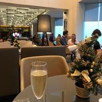 Photo taken at Hilton Executive Lounge by Devin L. on 12/16/2017