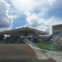 Photo taken at Posto Disbrave (Shell) by Tiago T. on 1/26/2014