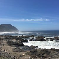 Photo taken at Yachats Brewing + Farmstore by Kathleen O. on 7/4/2016