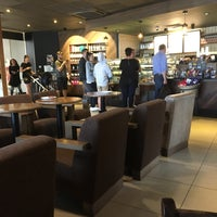 Photo prise au Starbucks par Simon E. le8/15/2017