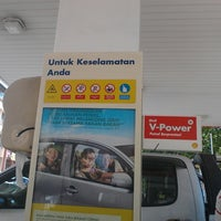 Photo taken at Shell (Hock Hoe Hin Hong Kee Sdn. Bhd.) by constantine™ ♚ ♔ on 8/18/2013