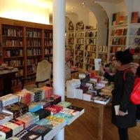 รูปภาพถ่ายที่ Greenlight Bookstore โดย jiresell เมื่อ 5/25/2013