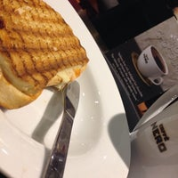 Photo taken at Caffè Nero by Mohammad A. on 1/19/2014