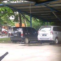 Photo taken at Car Wash 86 Perjuangan by Redita P. on 12/13/2012