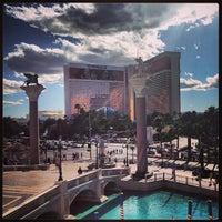 Foto tomada en The Mirage Hotel & Casino por Eliam M M. el 5/29/2013