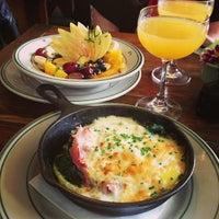 4/21/2013 tarihinde Michelle Y.ziyaretçi tarafından Oddfellows Cafe & Bar'de çekilen fotoğraf