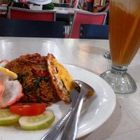 Photo taken at Pusat Grosir Cirebon by koernia k. on 8/31/2013