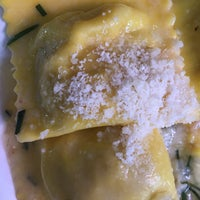 รูปภาพถ่ายที่ la pasta fresca raimondo mendolia โดย Carmen R. เมื่อ 3/18/2016