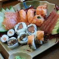 Photo taken at Oishii Sushi by Sérgio FUKA A. on 4/29/2014