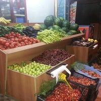 Photo taken at fuat'ın bakkalı by Hasan S. on 5/25/2014