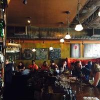 Photo prise au Santiago's Bodega par Oscar S. Bowen le6/14/2015