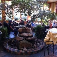 11/10/2012 tarihinde Tim O.ziyaretçi tarafından Cafe Flora'de çekilen fotoğraf