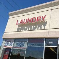 Das Foto wurde bei Fox Valley Quick Wash von Tanya am 6/13/2013 aufgenommen