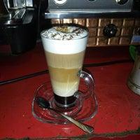 6/30/2014 tarihinde Osman S.ziyaretçi tarafından Papillion Cafe'de çekilen fotoğraf