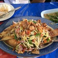 Photo taken at ร้านอาหารบ้านกำนัน by Pimploy P. on 4/7/2014