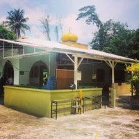 Photo taken at Masjid Omar Salmah by Amin u. on 7/18/2014